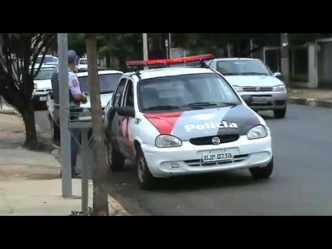 Assaltantes disparam dois tiros contra mulher durante roubo