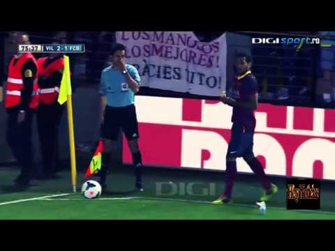 Racist Fan Throws Banana to Dani Alves !