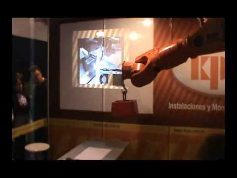 KPM Robot Titán levantando pesa.mp4