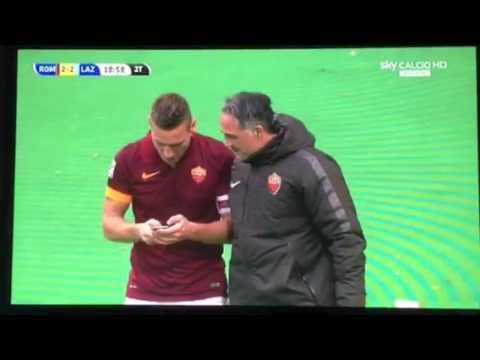 Totti Selfie dopo il gol nel derby tra Roma e Lazio