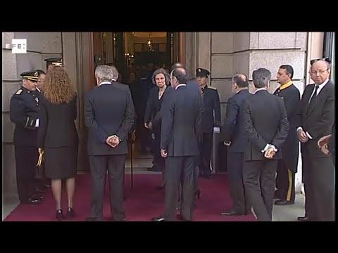 Los Reyes llegan al Congreso para visitar la capilla ardiente de Suárez