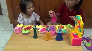 Bộ đồ chơi nấu ăn   Bé chơi trò chơi nấu ăn cho công chúa Aurora   do choi nau an