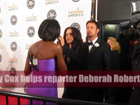 Red Carpet Blooper Reel # 1: Actress Courtney Cox helps reporter with wardrobe malfunction