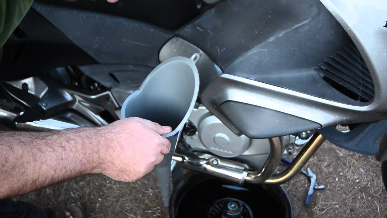 Oil Change Honda Nt700 Also Called Honda Deauville Youtube