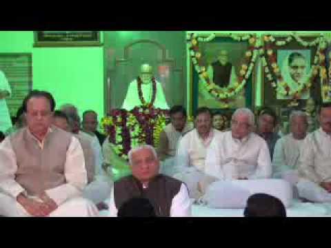 Guru Meri Puja... Guru Govinda.. Guru Mera Parbrahma... Guru Bhagwanta - Ramashram Satsang video