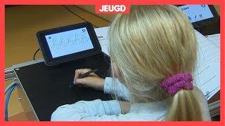 Deze robot leert kinderen schrijven