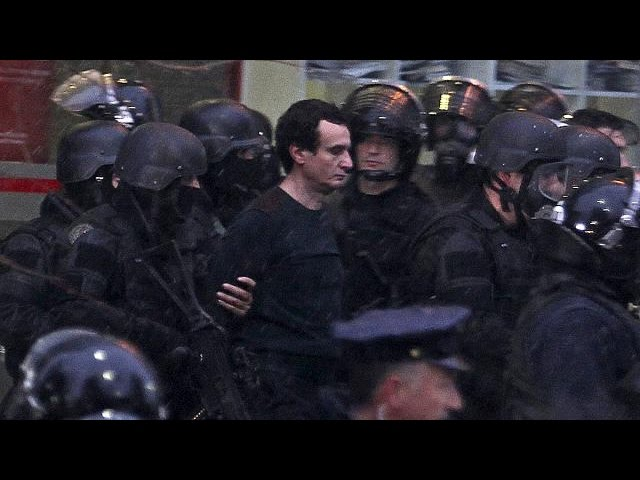 Kosovo detém dezenas de deputados da oposição