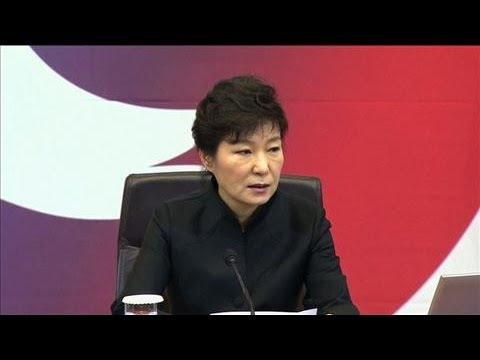 South Korea President Apologizes to Ferry Victims