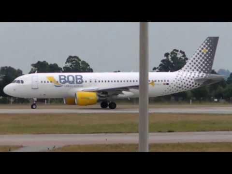 BQB LINEAS  AEREAS  Airbus A320-214  EC-LLJ Carrasco International Airport  (MVD/SUMU)   29/12/2013