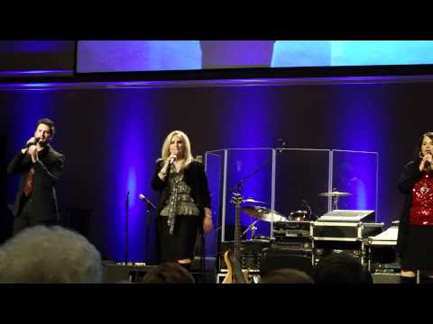 Karen Peck & New River Sing On The Banks Of The Promised Land video