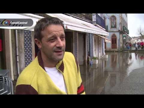 Baixa da cidade de �gueda inundada