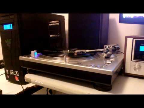 Stanton STR8-80 Turntable on a Sansui 8080DB