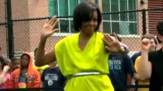 "First Lady Michelle Obama does the ""DOUGIE"" with D.C. students"