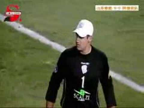 2007 AFCCL LNTS v AU: own goal make LNTS win 2007 AFC Champions League group stage Shandong Luneng Taishan (China) v Adelaide United (Australia) 2007-03-07 A...