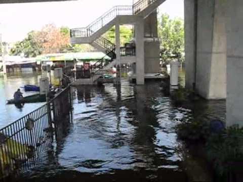 Bangkok Floods 2011 – Walk with me through Pakkred (27/10/2011) – part 5