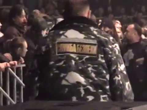 Юрий Шевчук останавливает драку на концерте