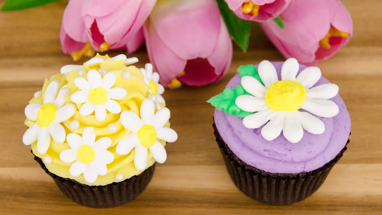 Cupcake Decorating Ideas With Royal Icing : Royal Icing Daisy Cupcakes (Spring Cupcakes) from Cookies ...
