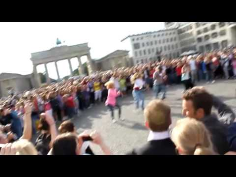 flashmob Michael Jackson Berlin Brandenburger Tor