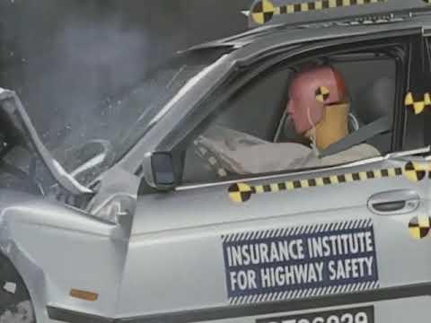 1997 BMW 5 series moderate overlap IIHS crash test
