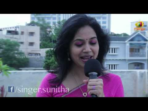 Singer Sunitha singing Pawan Kalyans Thammudu song - Pedavi...