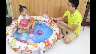 Bé Ong Chơi Bơm Bóng Bay Nhiều Màu Sắc Phần 1- Baby Pumping Colour Balloons