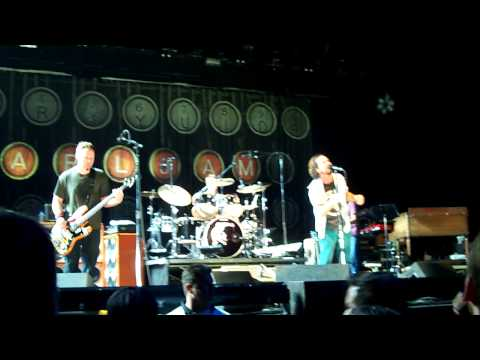 Pearl Jam - 9.21.09 Key Arena, Seattle - Johnny Guitar (HD)
