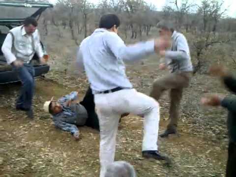 komik dans karahallı beş kafadar papi chulo eşliğinde dans...