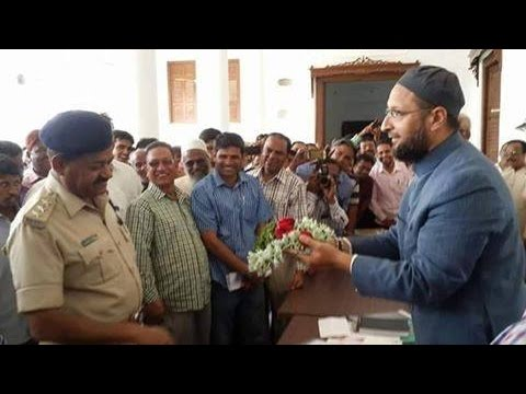 On serving Notice by Bangalore Police, Asad Owaisi thanks cops with flowers