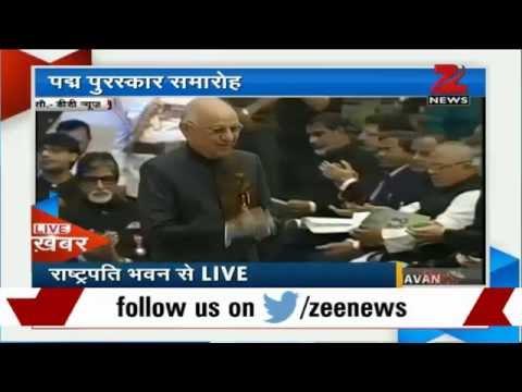 Amitabh Bachchan receives Padma Vibhushan from President Pranab Mukherjee