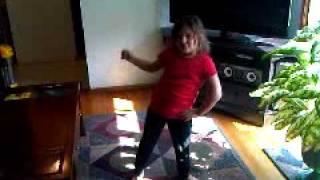 6 year old girl dancing