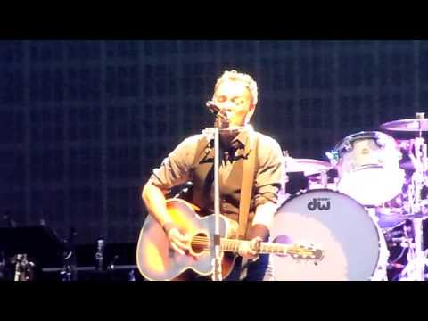 In his first gig in New Zealand in over ten years, Bruce Springsteen continued his recent trend of playing songs from the country he was visiting. While in A...