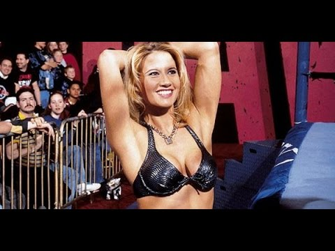 10 WWE Divas Who Posed Nude