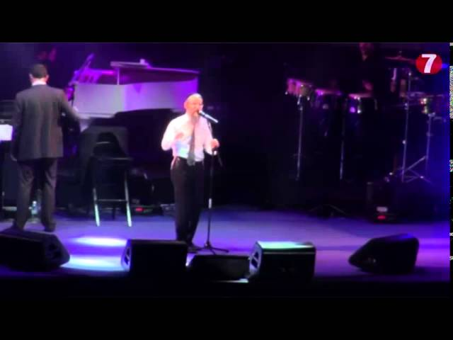 Avraham Fried Sings in Jerusalem and meets Bereaved Family
