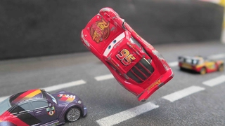 Cars 3 Lightning Mcqueen CRASH SCENE & BODY REPAIR dicast next gen piston cup racers ruseze in movie