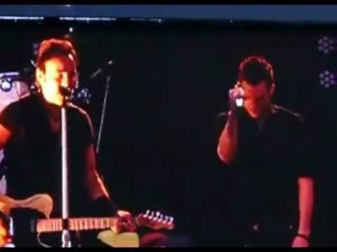 BRUCE SPRINGSTEEN ft. BRANDON FLOWERS - THUNDER ROAD