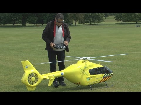 BIG SCALE RC Heli (small COLLISION): Weston Park International Model Show 2015