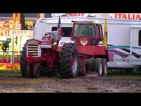 Farmall 560 (3) Antique Tractor Pull Deerfield Fair 2011