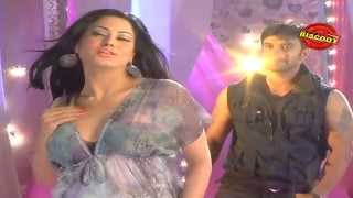 Dirty Picture: Silk Sakkath Maga - Veena Malik seduces on the sets of Dirty Picture: Silk Sakkath Maga