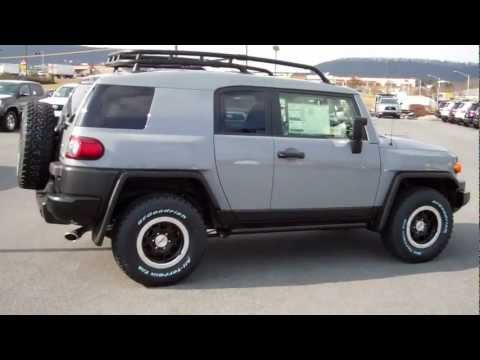 2013 Toyota FJ Cruiser Trail Team Edition Walkaround & Features