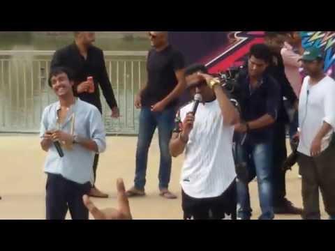 yo yo honey singh singing brown rang at amity university jaipur...