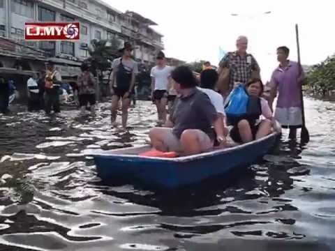 2011.10.30 Bangkok residents flee ahead of floods