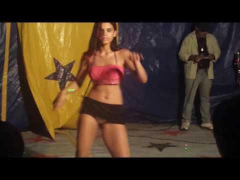 Dan�arina Juliana Viana gostosa quase nua no Circo de �guas Belas - PE