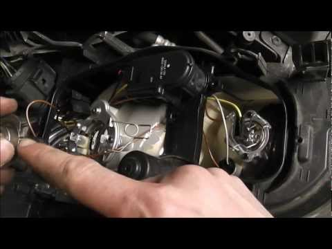 Ford Focus: Headlight Bulb Change (2005)