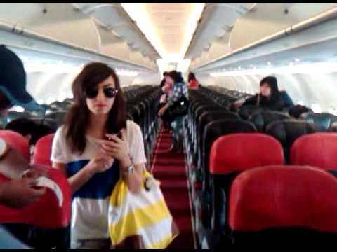 di pesawat air asia mau terbang ke bali