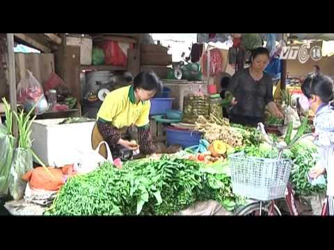 VTC14_Ngon và lành: Thực phẩm trong chợ nông thôn...