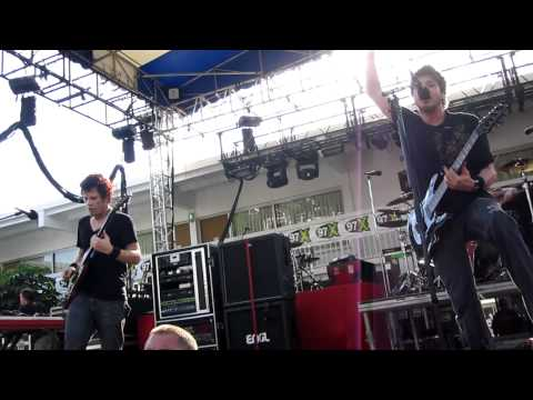 Crossfade - Cold- Live 9/5/2011 @ Green Iguana - Tampa, FL