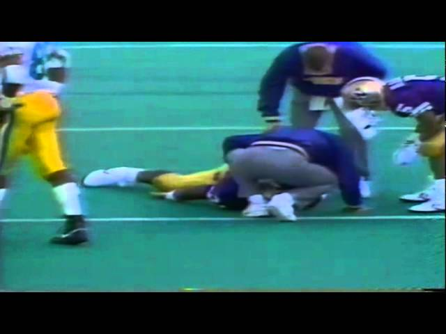 Oregon LB James Bautista sacks UW QB Mark Brunell 10-13-1990