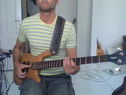 L251 E9 or Em9 Double thumb bass pattern
