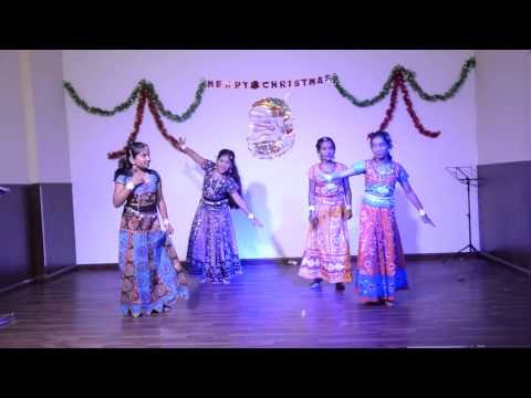 Girls Performing On Dhol Baje From Ramleela! video