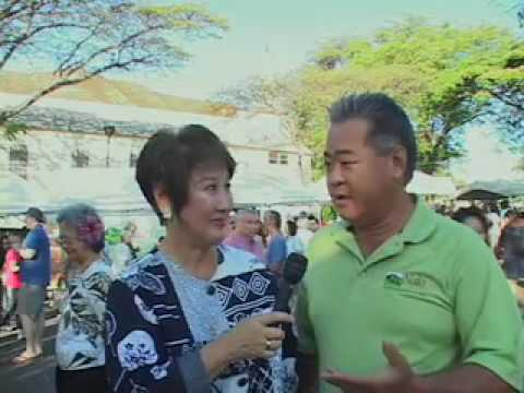 Barbara  Marumoto discusses the KCC Farmers' Market  wih Dean Okimoto